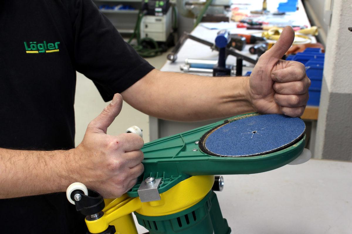 Schleifteller und Vorsatz an die FLIP montieren